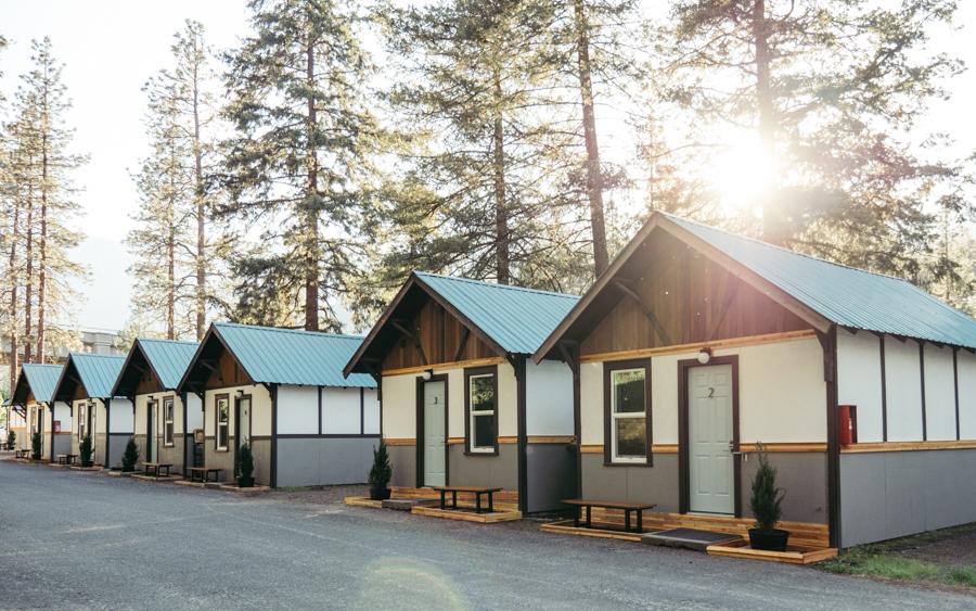 private cabin exteriors at loge leavenworth