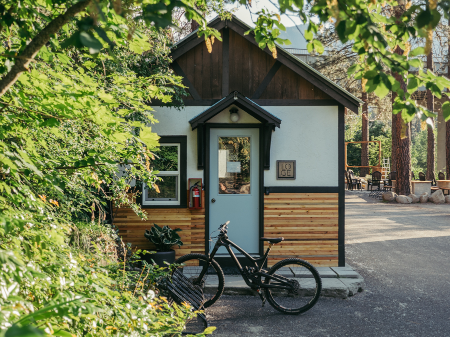 cabin exterior with a mountain bike out front at loge leavenworth