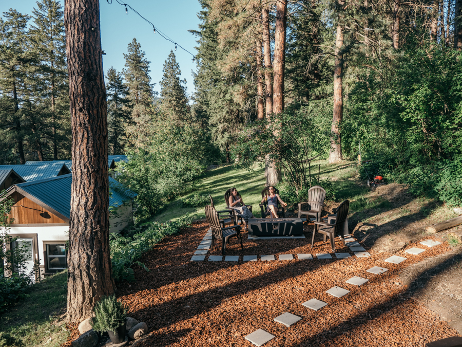 outdoor gathering area at loge leavenworth