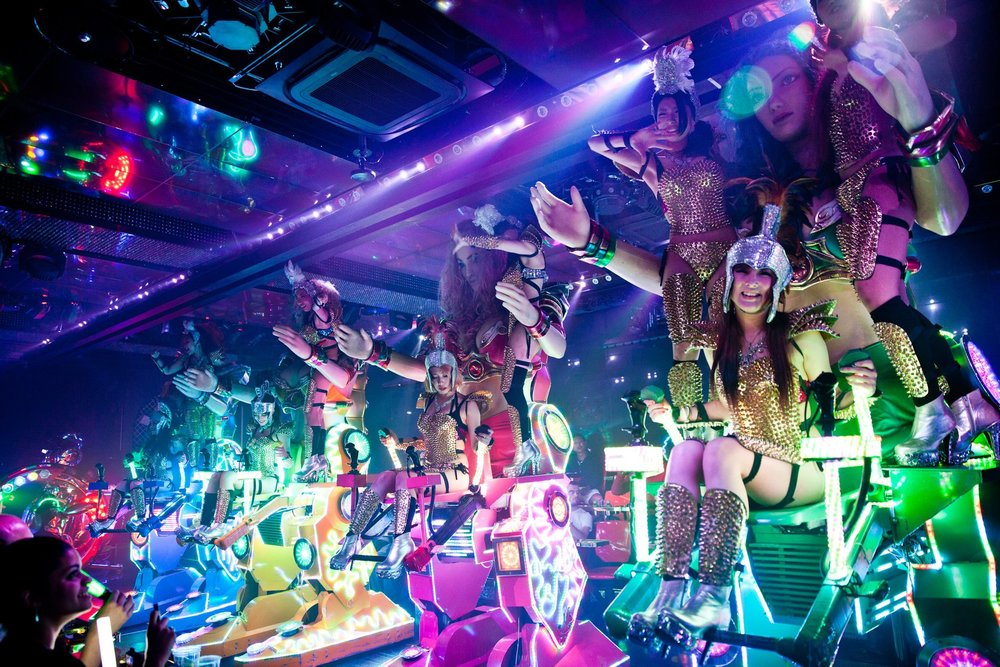 T-10 Days - Robot Restaurant in Shinjuku's (slightly) red-light district Kabukicho is an unforgettable night (or afternoon) of fun! It's a remarkable performance that truly delivers an