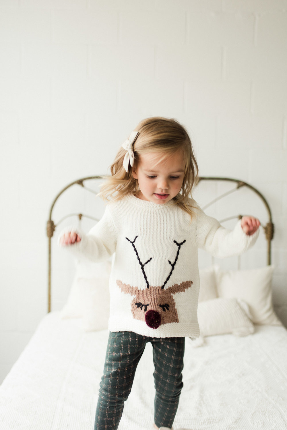 Reindeer sweater    Green leggings
