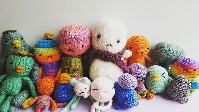BABY TOFU HAS NEW FRIENDS!!! #littleinkstain #animangapop #yarn #queen #crochet #knitting #cutest #love