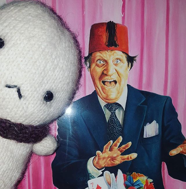 Just like that! One of Baby Tofu's favourite inspirations! #tommy #cooper #illustration #painting #tofu #cute #magic #likeamagic #art #crochet #fez