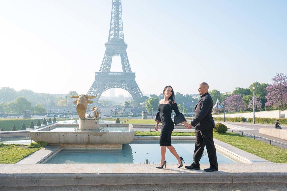 Stylish Paris engagement session