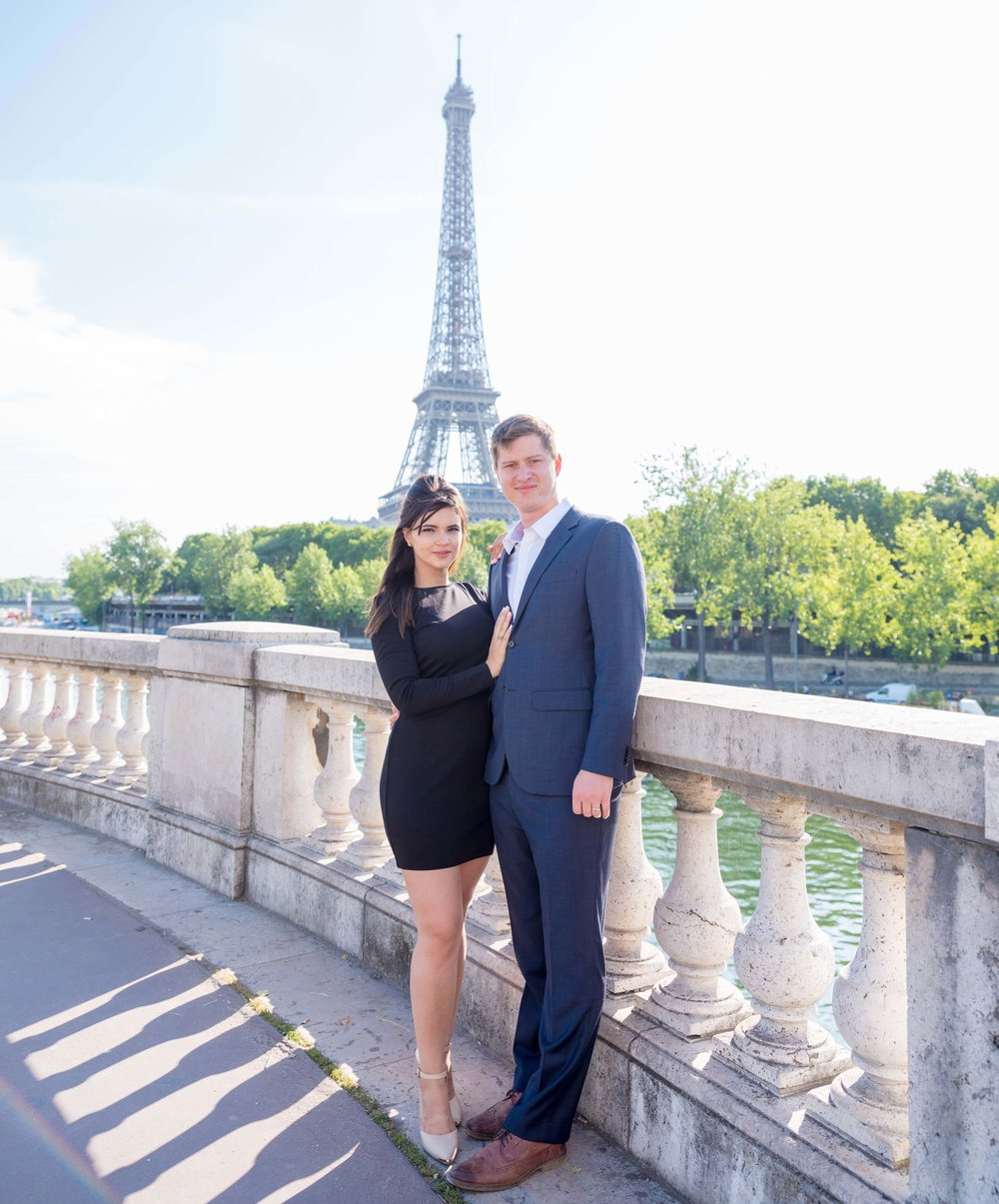 Couples - Couples celebrating an anniversary, engagement, honeymoon, birthday or just because!Capture amazing images of you as a couple at the Eiffel Tower, the Louvre, Notre Dame or one of the beautiful Paris parks!Packages start at just 195€!