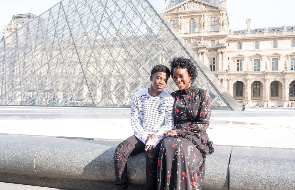 Mother and son photo shoot in Paris at the Louvre