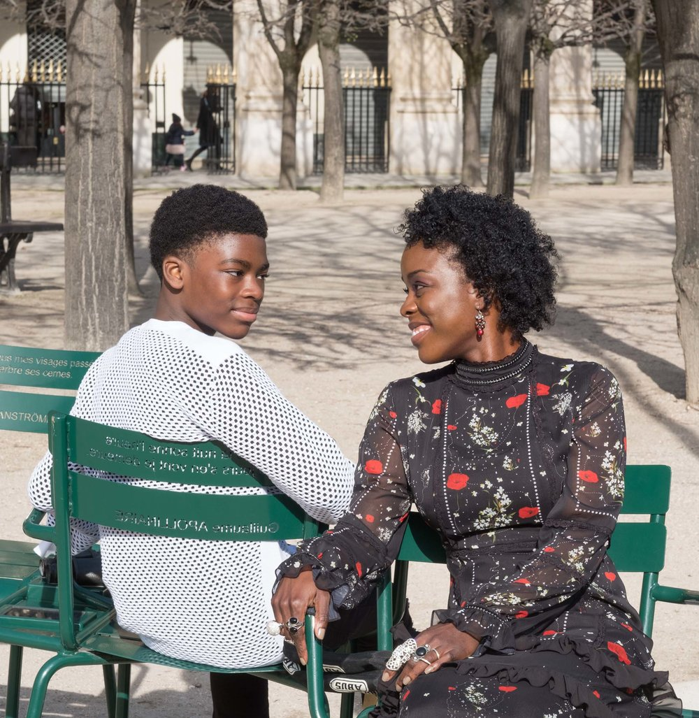 Mother and son photo shoot in the garden in Paris