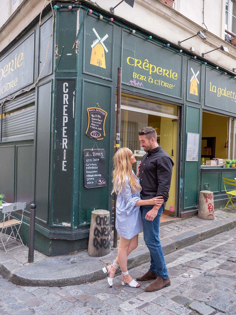 Surprise proposal in Montmartre in Paris
