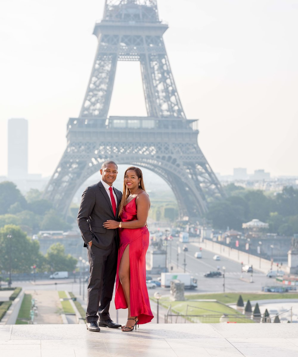 elegant couple at eiffel tower paris