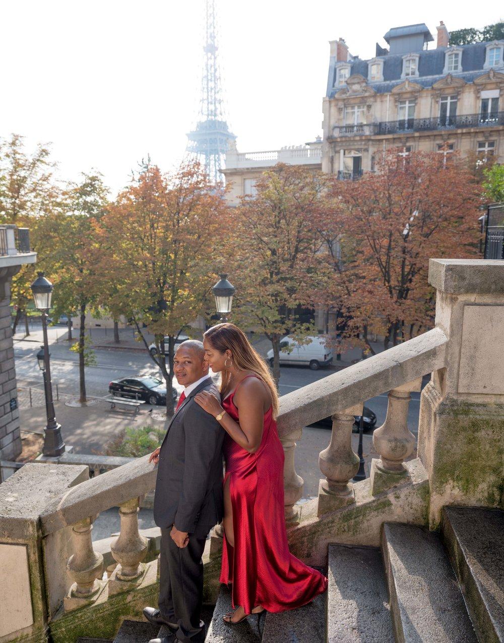married couple eiffel tower paris