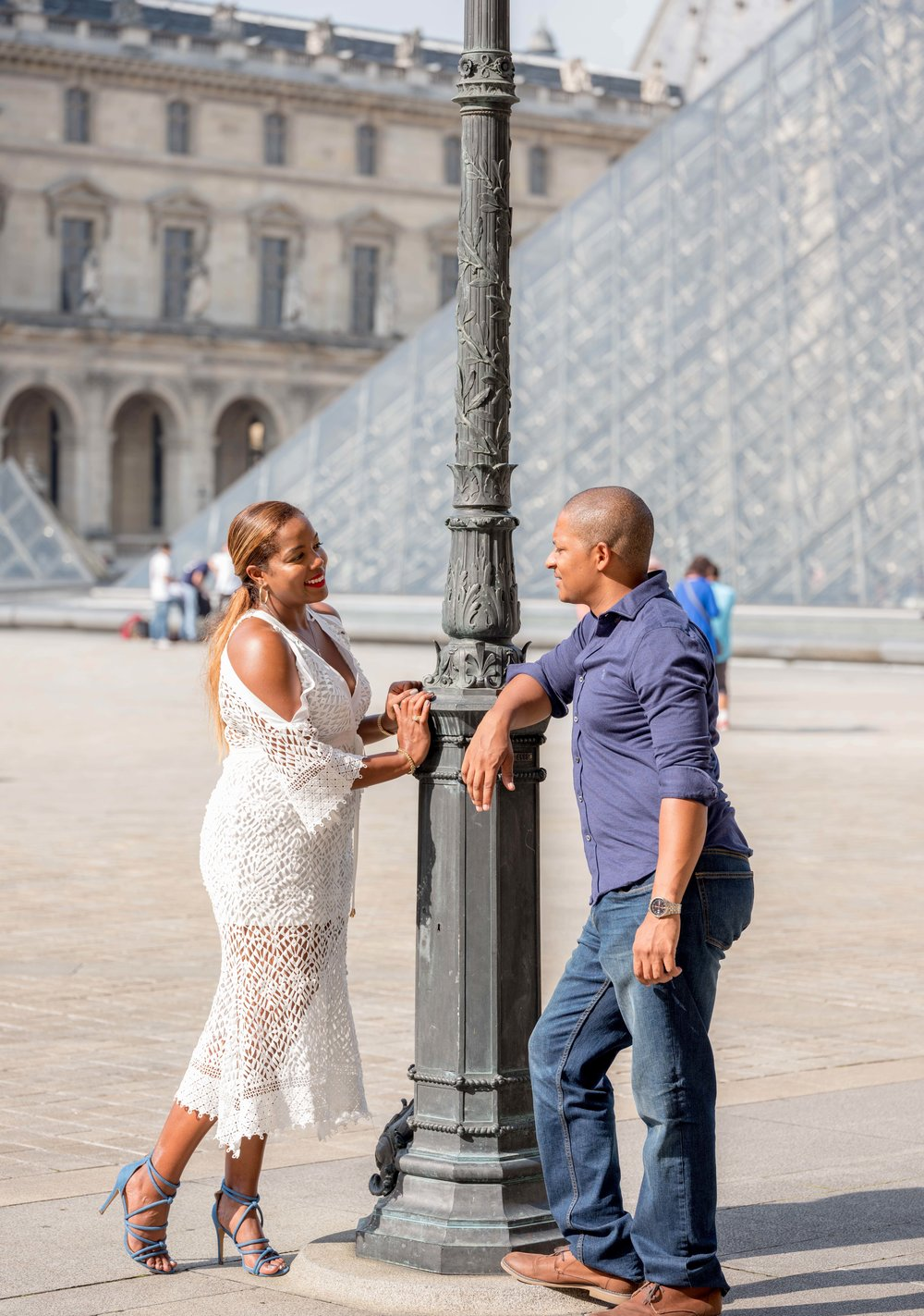 engaged couple at louvre paris