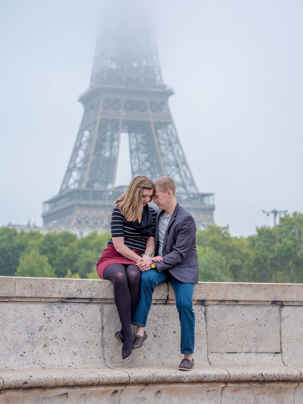 romantic couple foggy eiffel tower