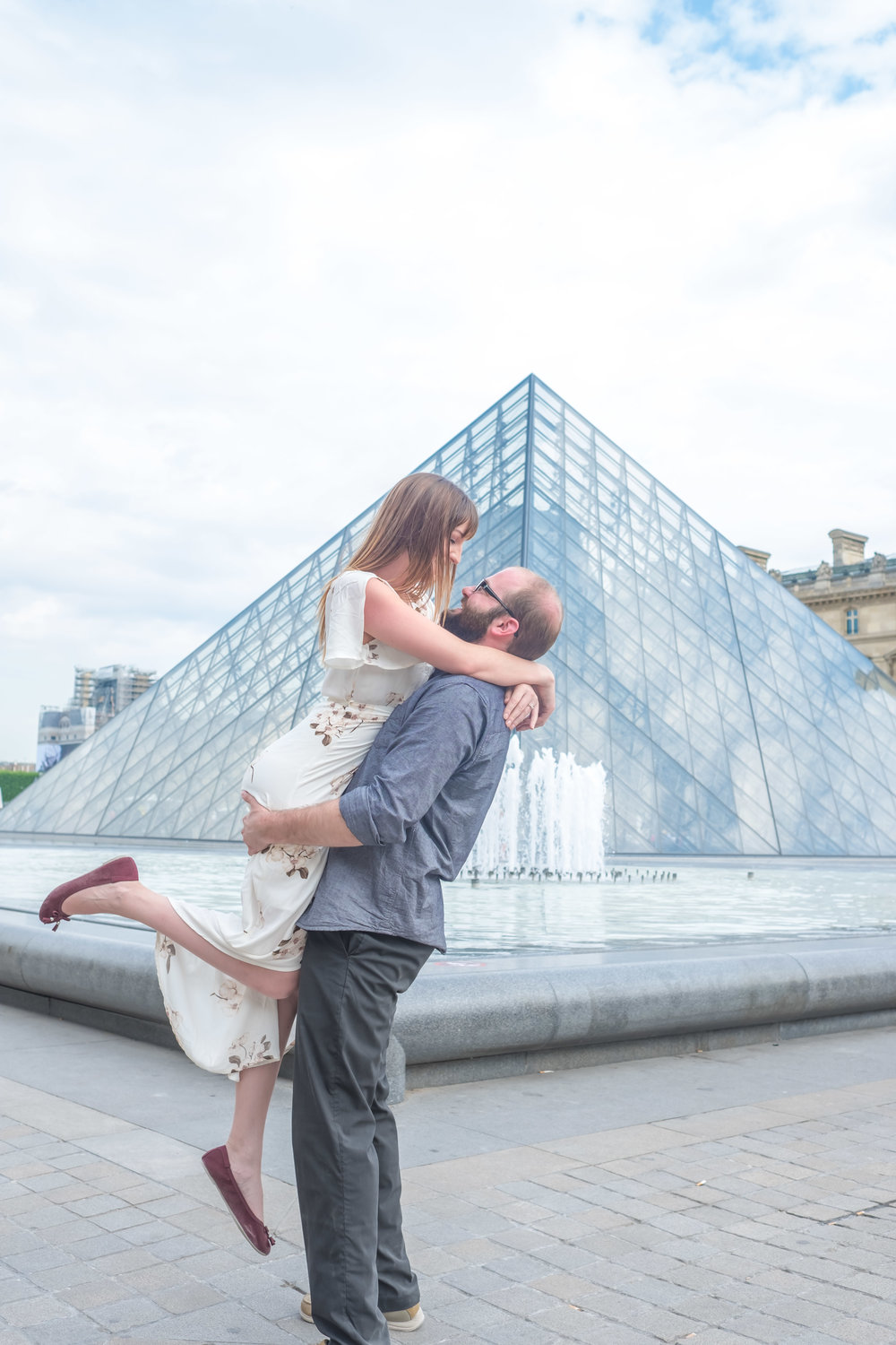 engaged couple at the louvre paris