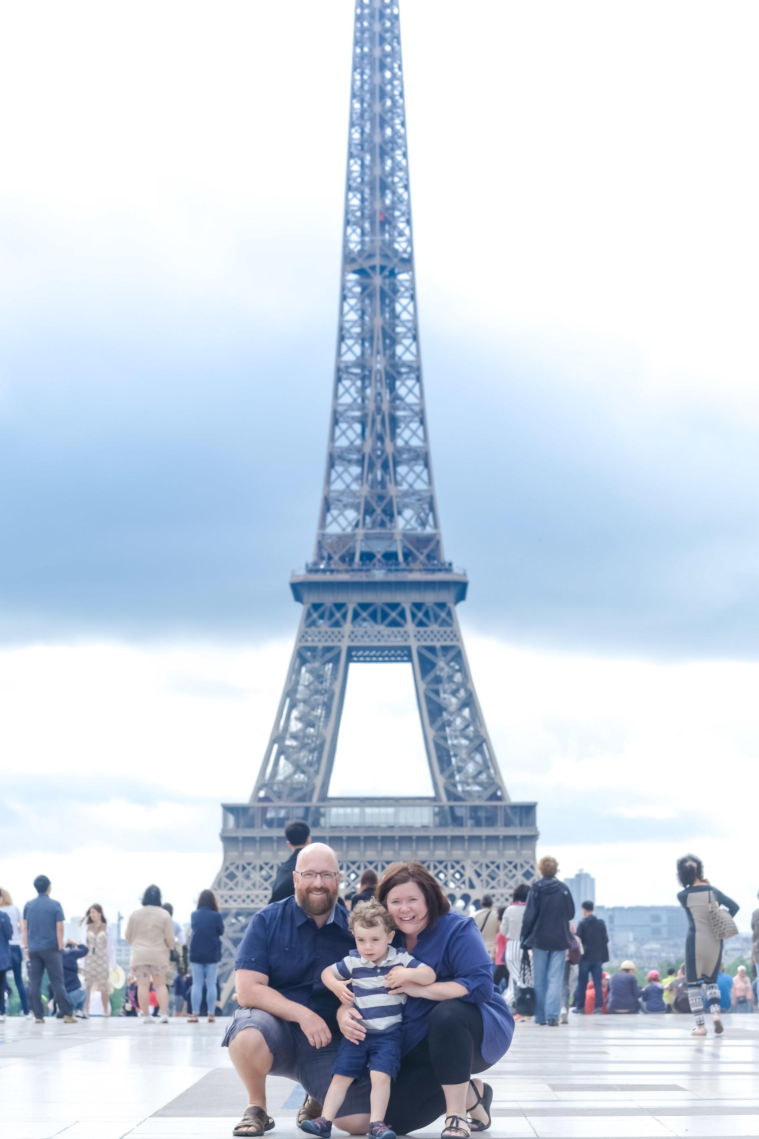 Adorable family photo shoot in Paris