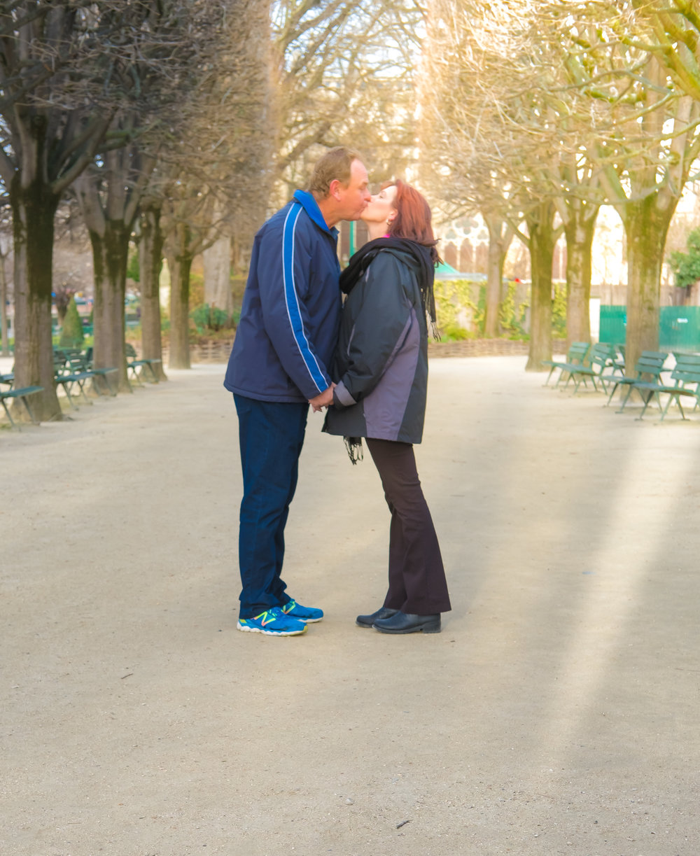 anniversary couples photo shoot in paris