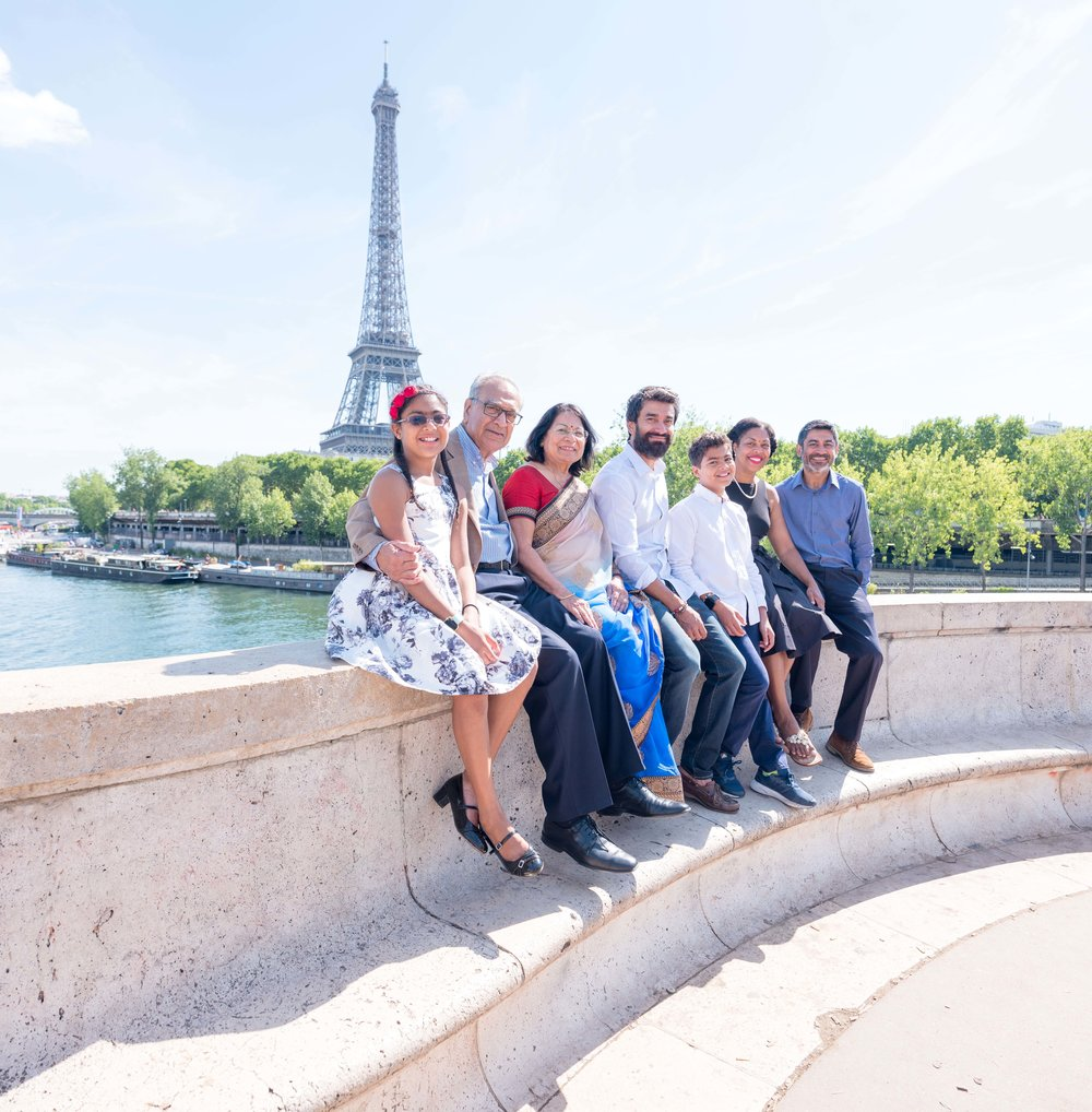 family photo session eiffel tower