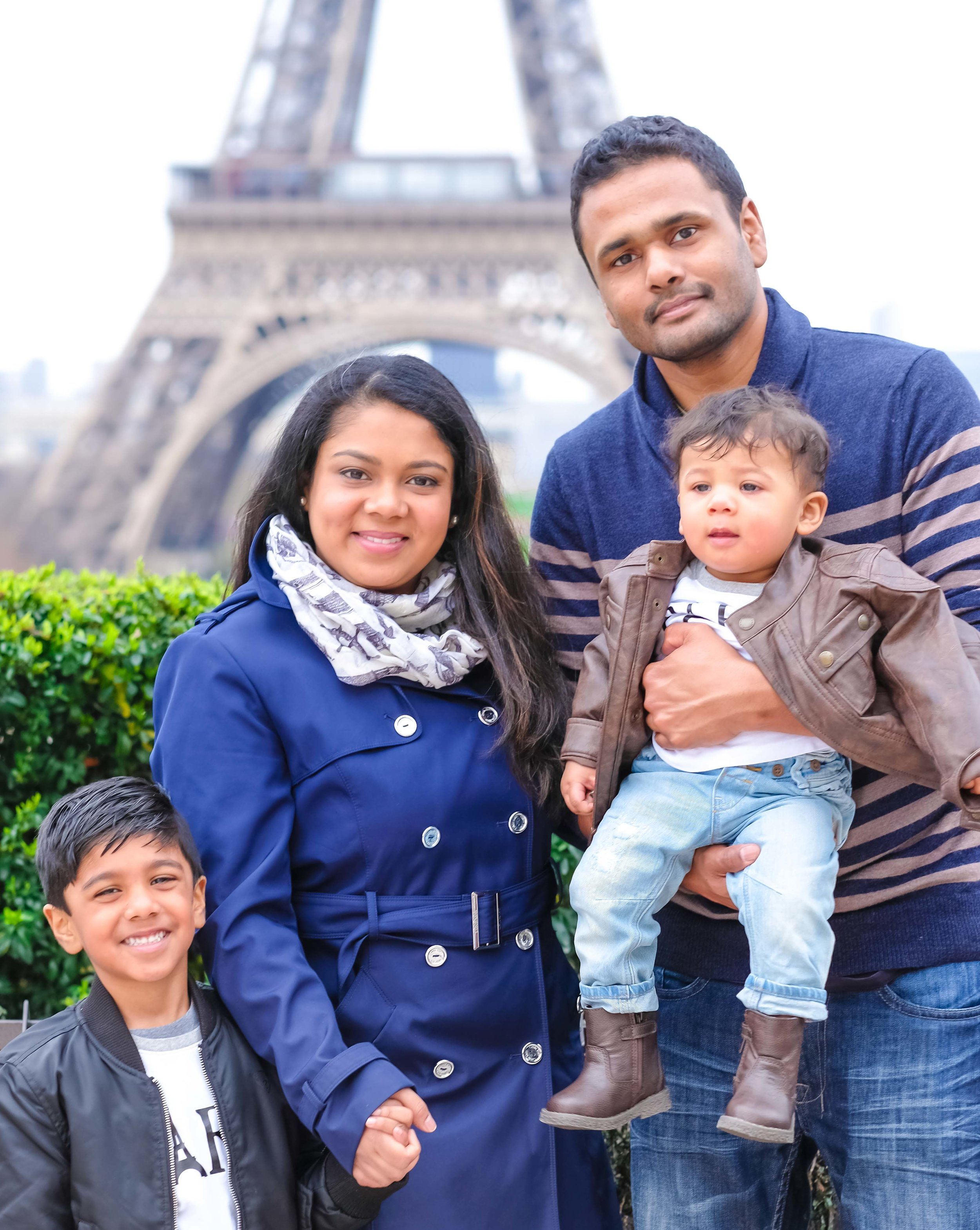 Adorable family photo session in Paris