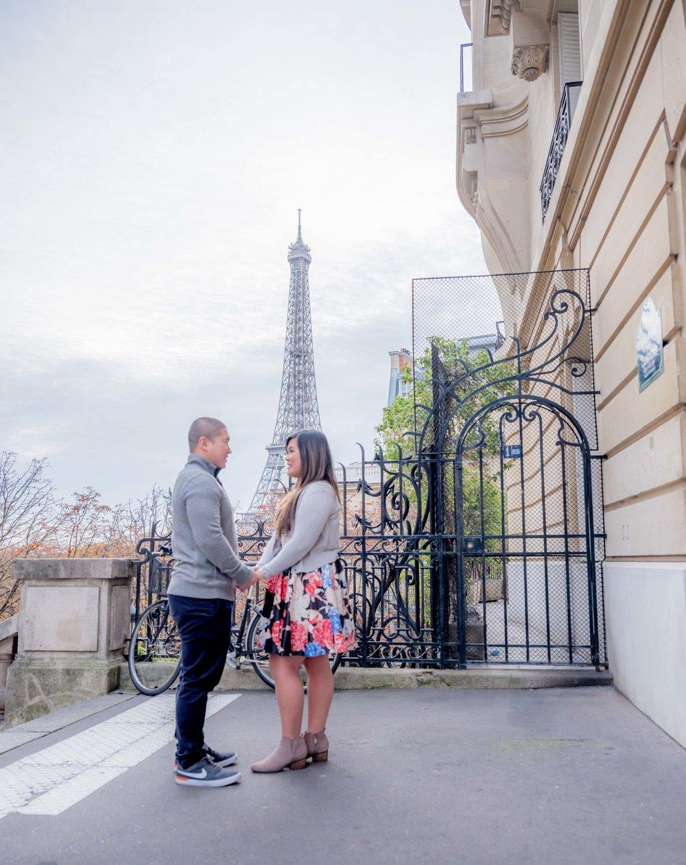 honeymooning couple at eiffel tower paris