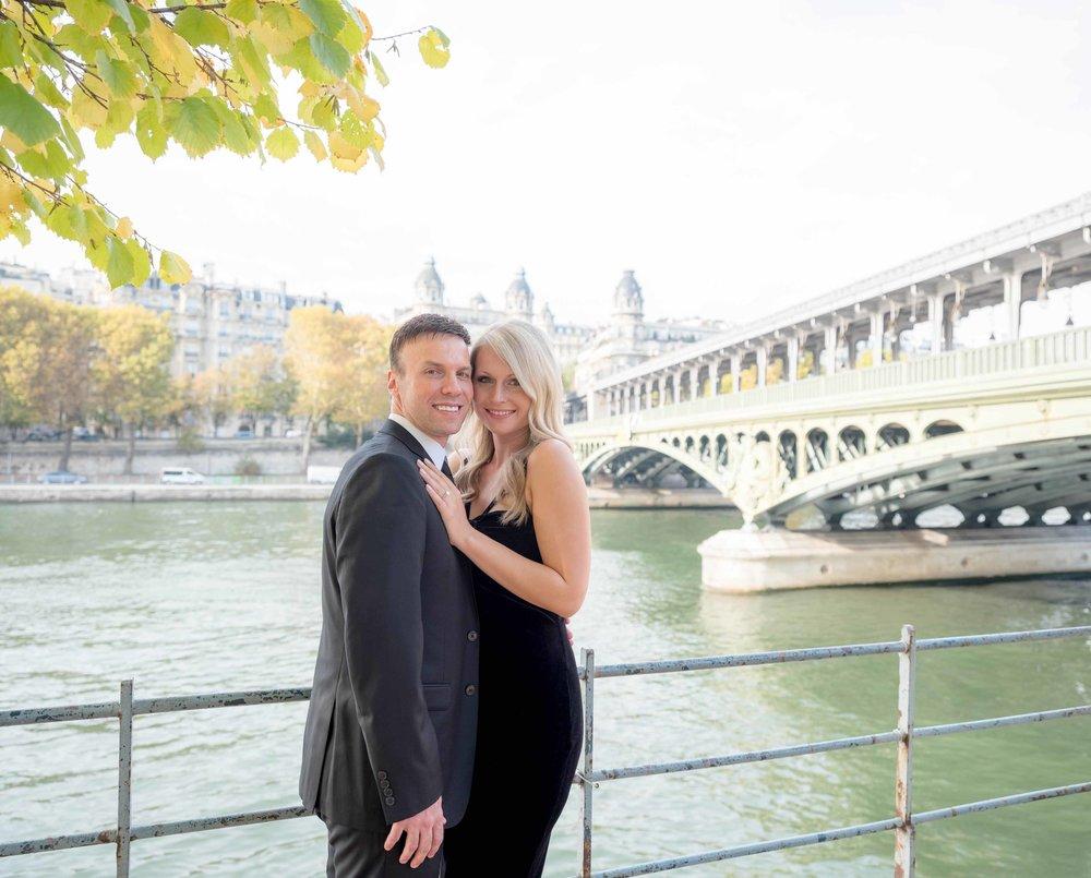 elegant american couple posing at bir hakeim bridge in paris