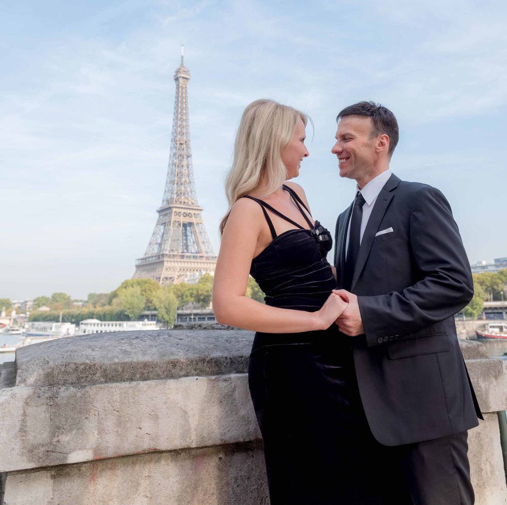 engagement photo shoot at eiffel tower