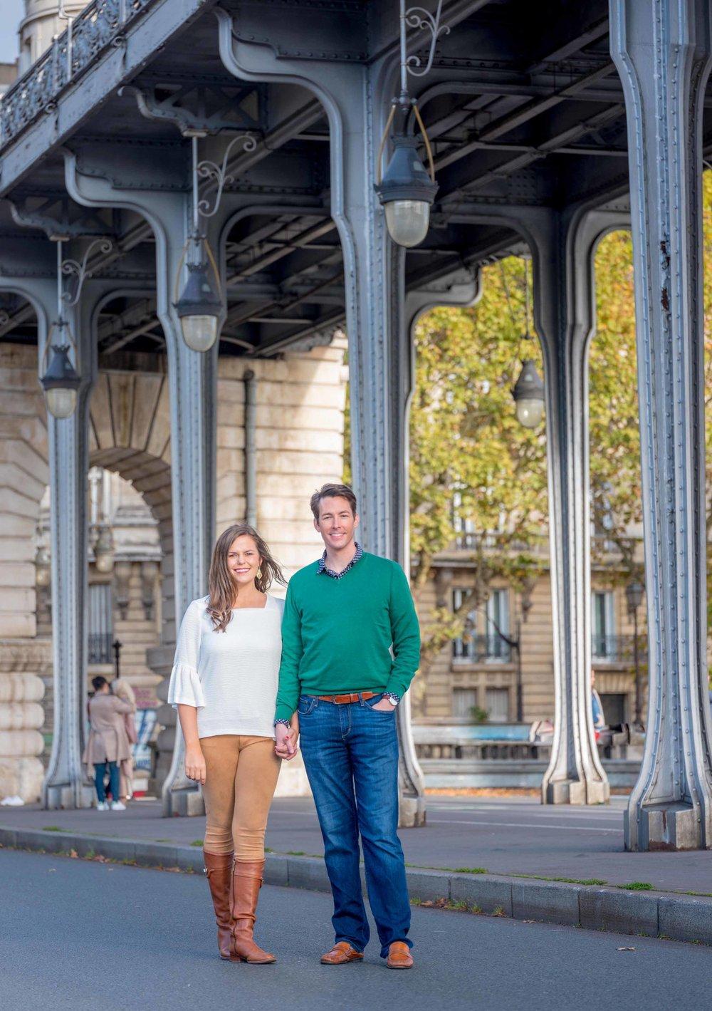 couple at bir hakeim bridge in paris