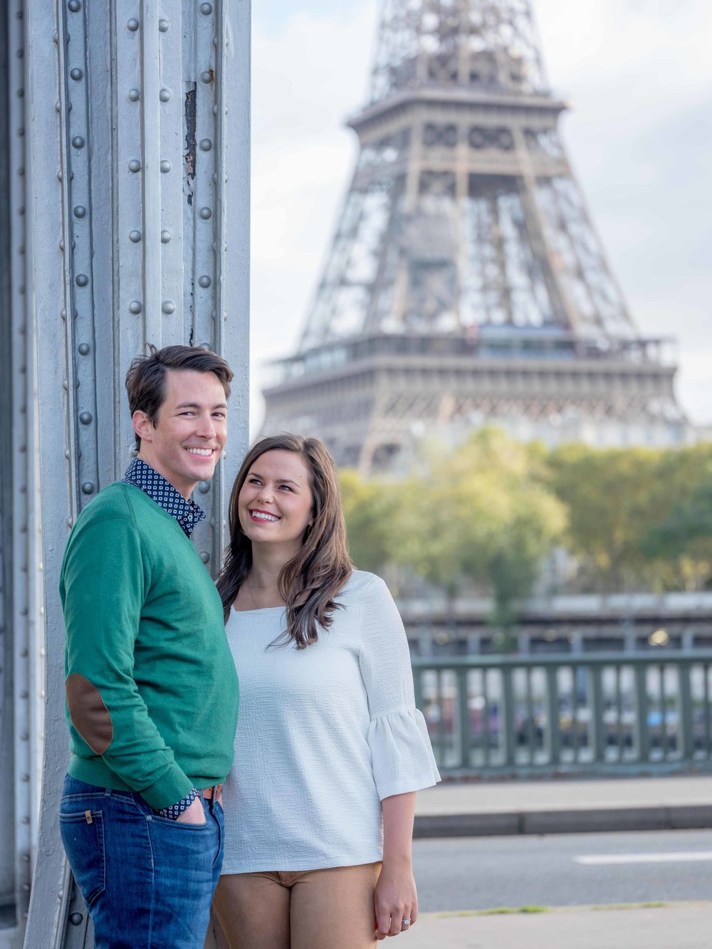 couple in love at eiffel tower in paris