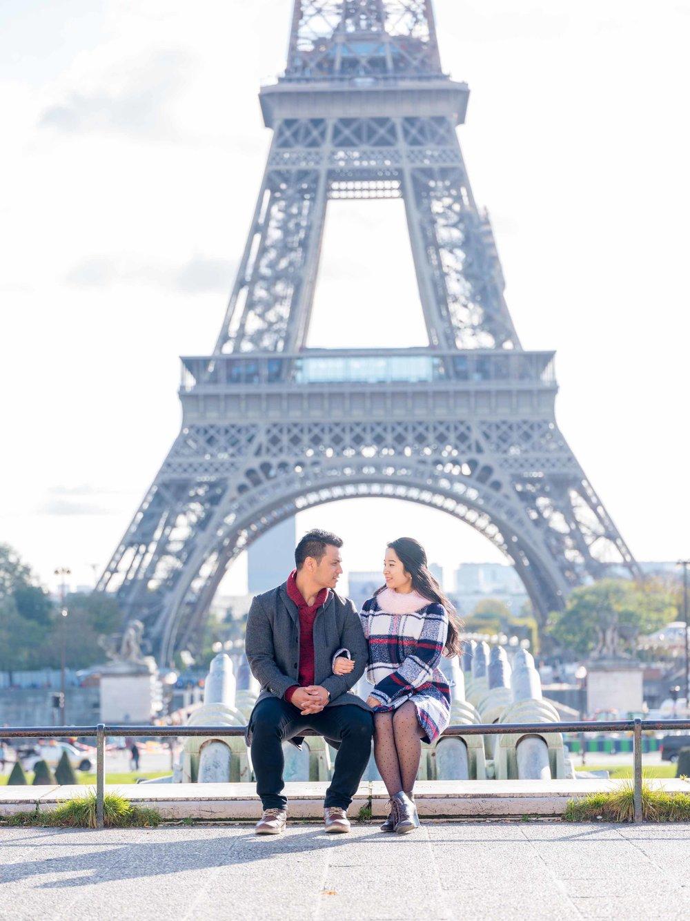 surprise proposal in paris eiffel tower