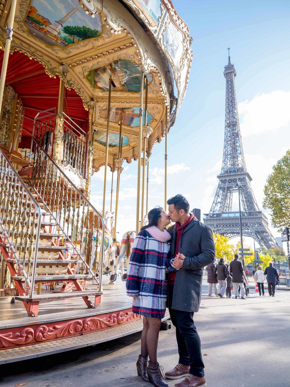 romantic couple kissing at eiffel tower paris