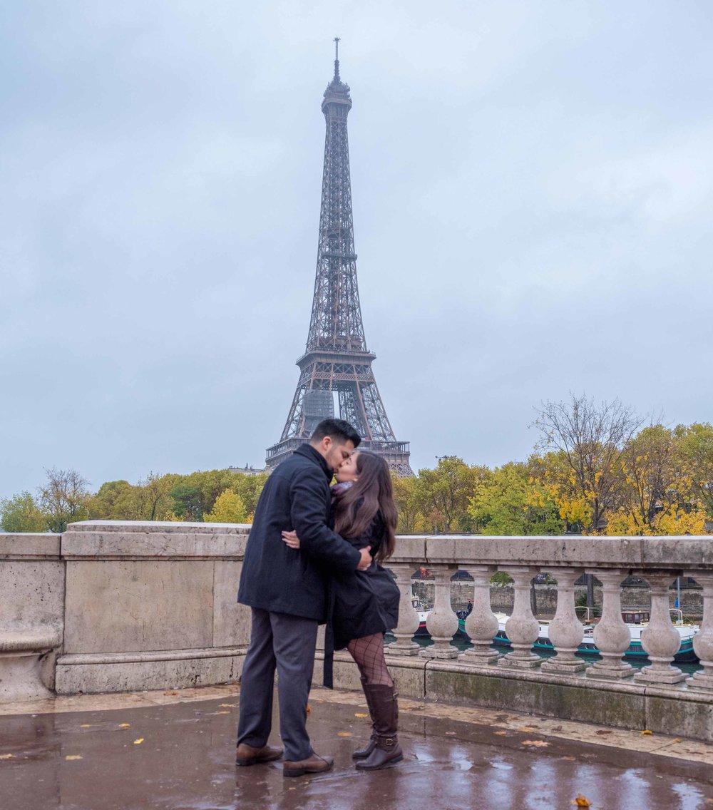 newly engaged couple at bir hakeim bridge eiffel tower
