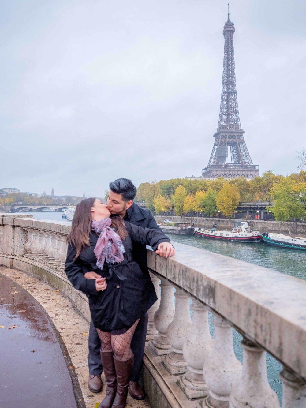 romantic surprise proposal at eiffel tower paris