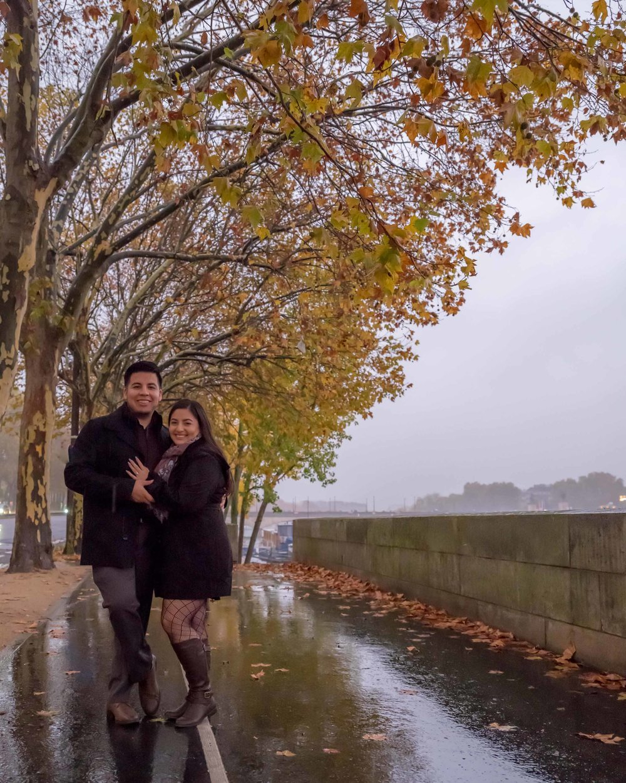 romantic engagement photo shoot in autumn in paris france