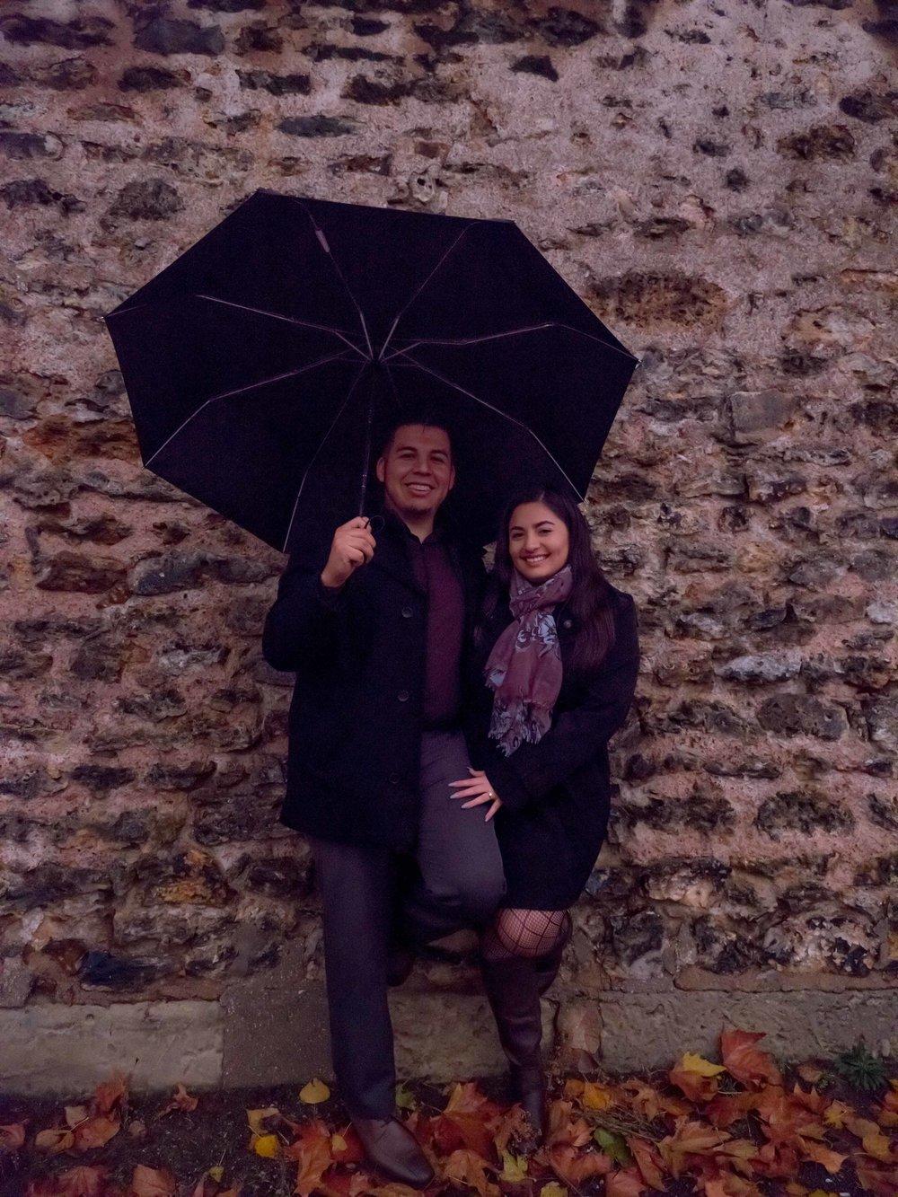 romantic rainy photo shoot in paris in autumn