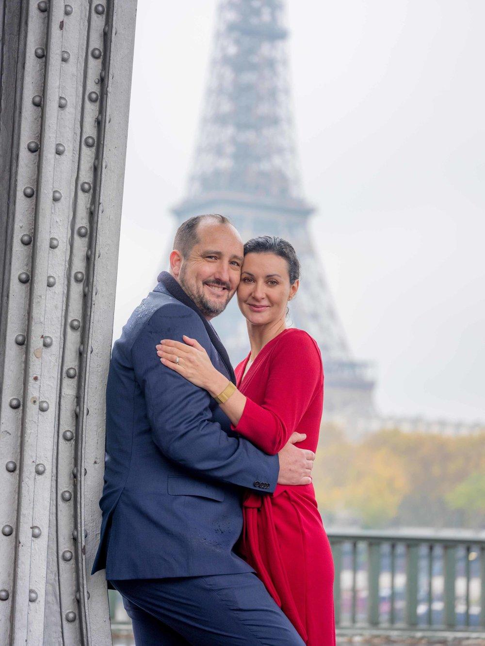 romantic engagement photo shoot at eiffel tower paris