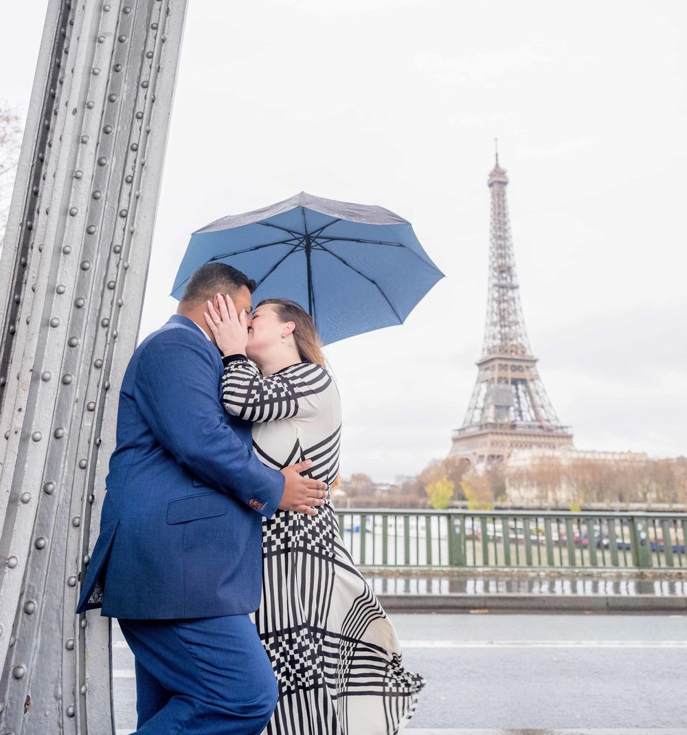 engagement photo session eiffel tower paris