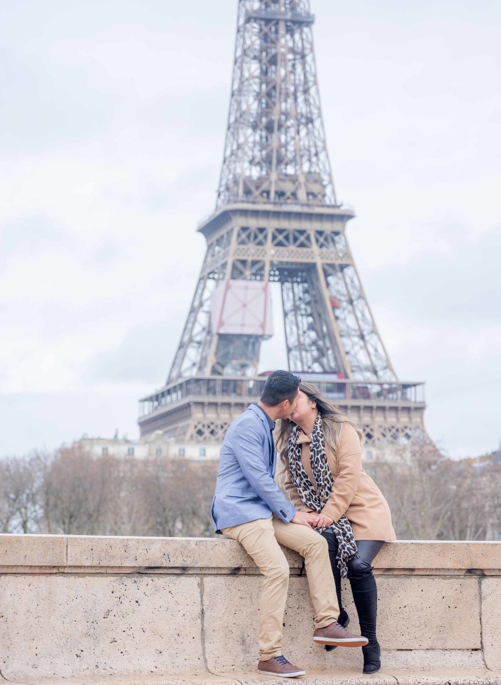 surprise marriage proposal eiffel tower paris