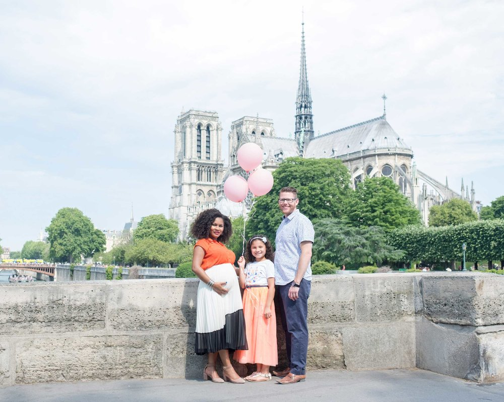 family photography in paris notre dame cathedral