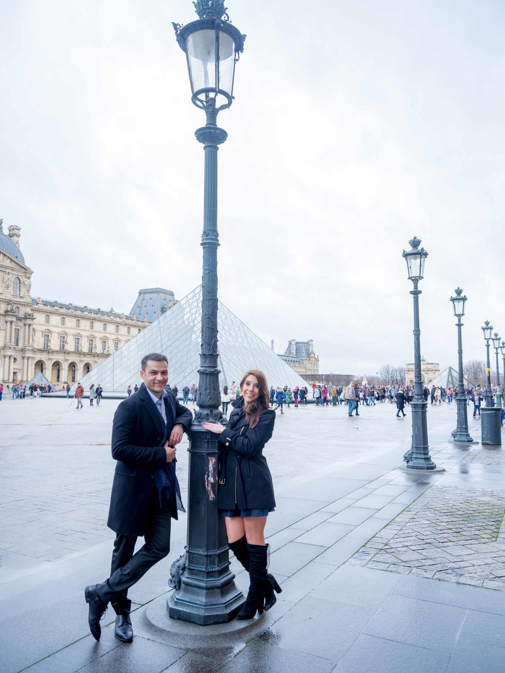 romantic engagement photo shoot in paris france at louvre museum