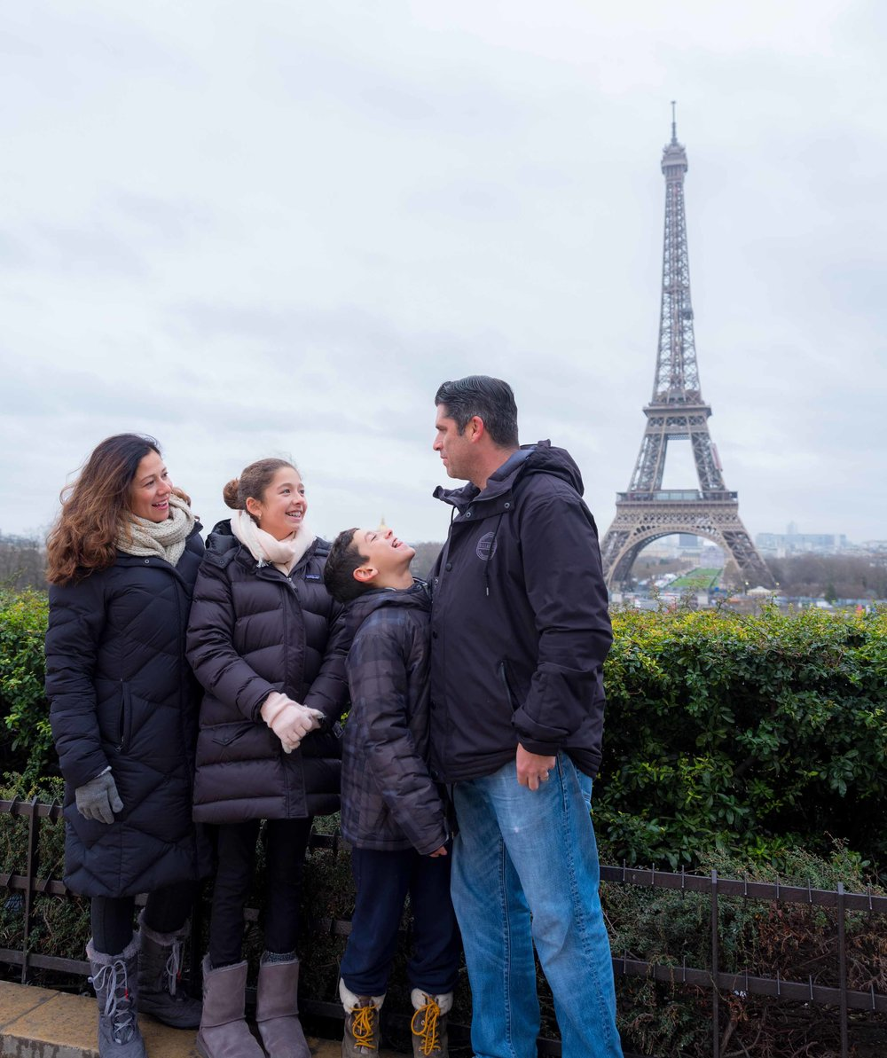 charming family photo session at eiffel tower paris