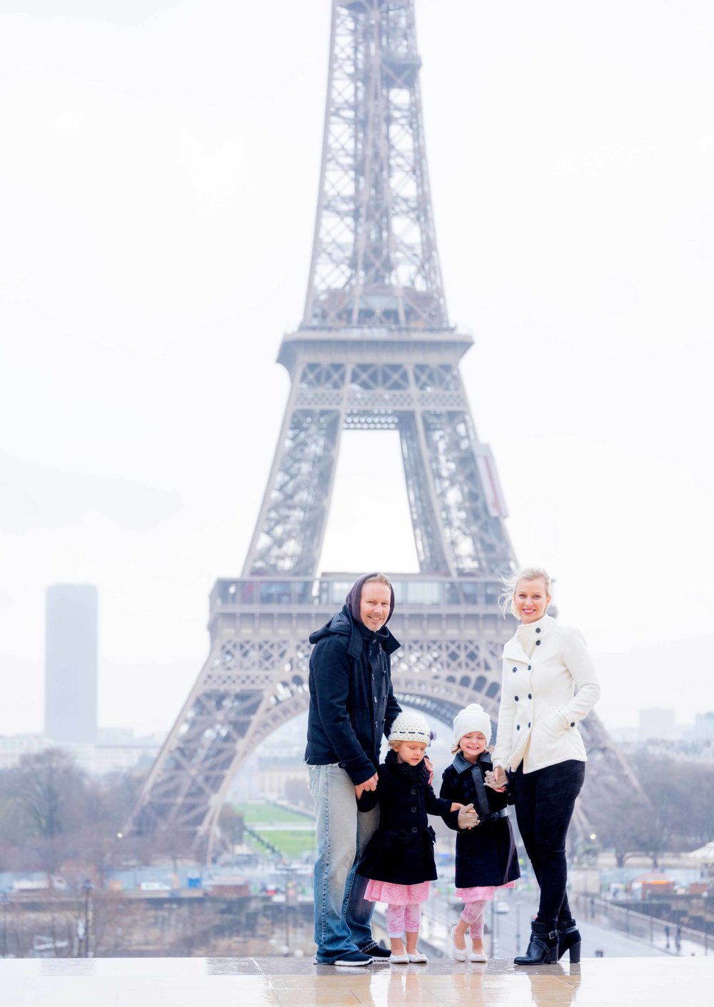 paris family photograph eiffel tower