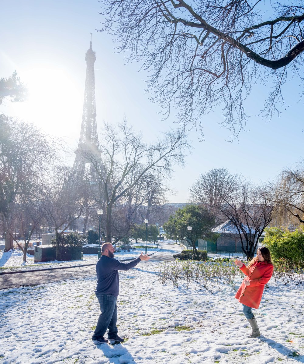 romantic couple photo shoot paris snowball fight