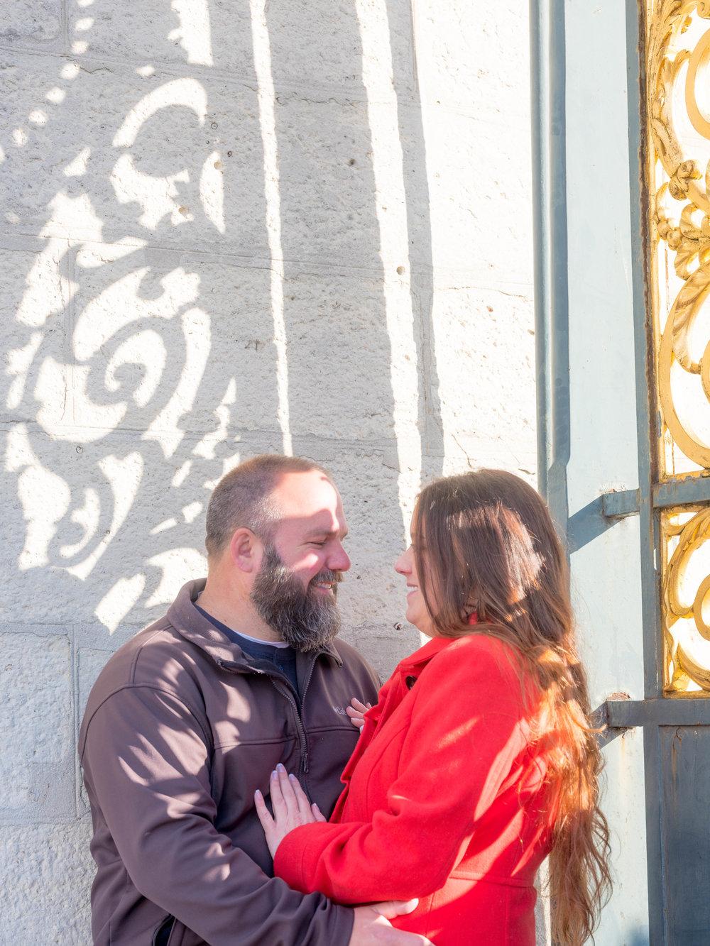 romantic couple photo shoot paris