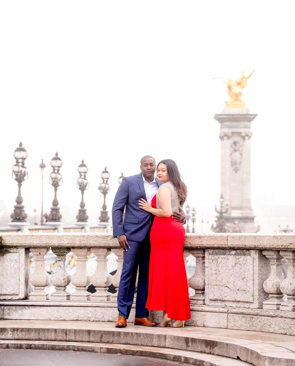 romantic couples photography pont alexandre paris