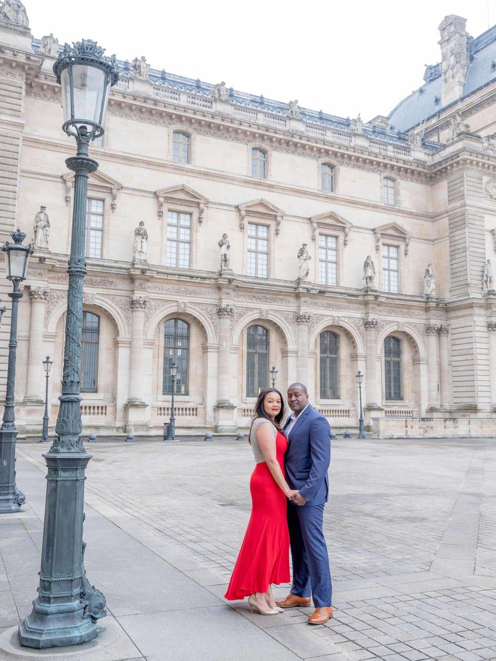 romantic couples photography paris france louvre museum