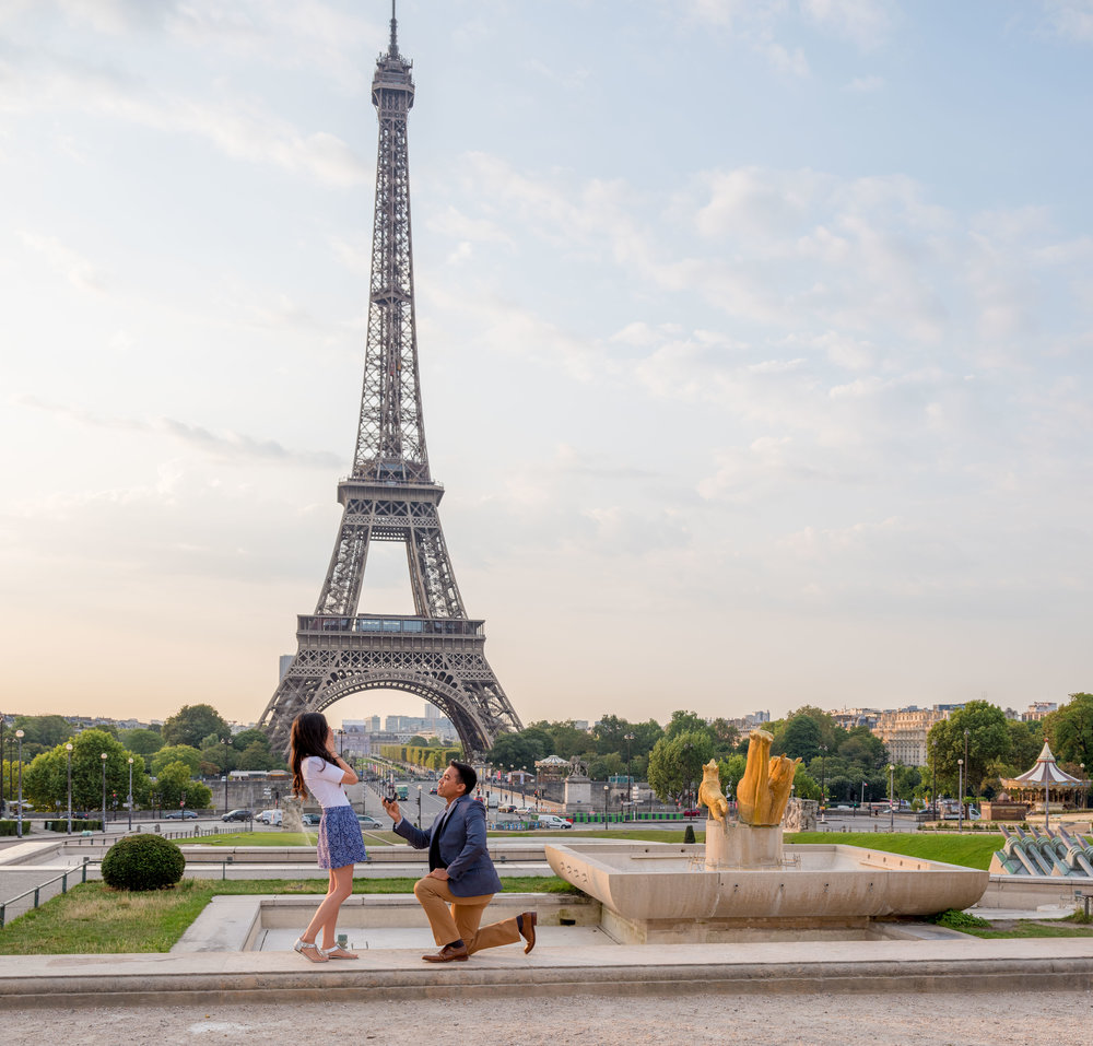 man on one knee surprise proposal at eiffel tower paris france
