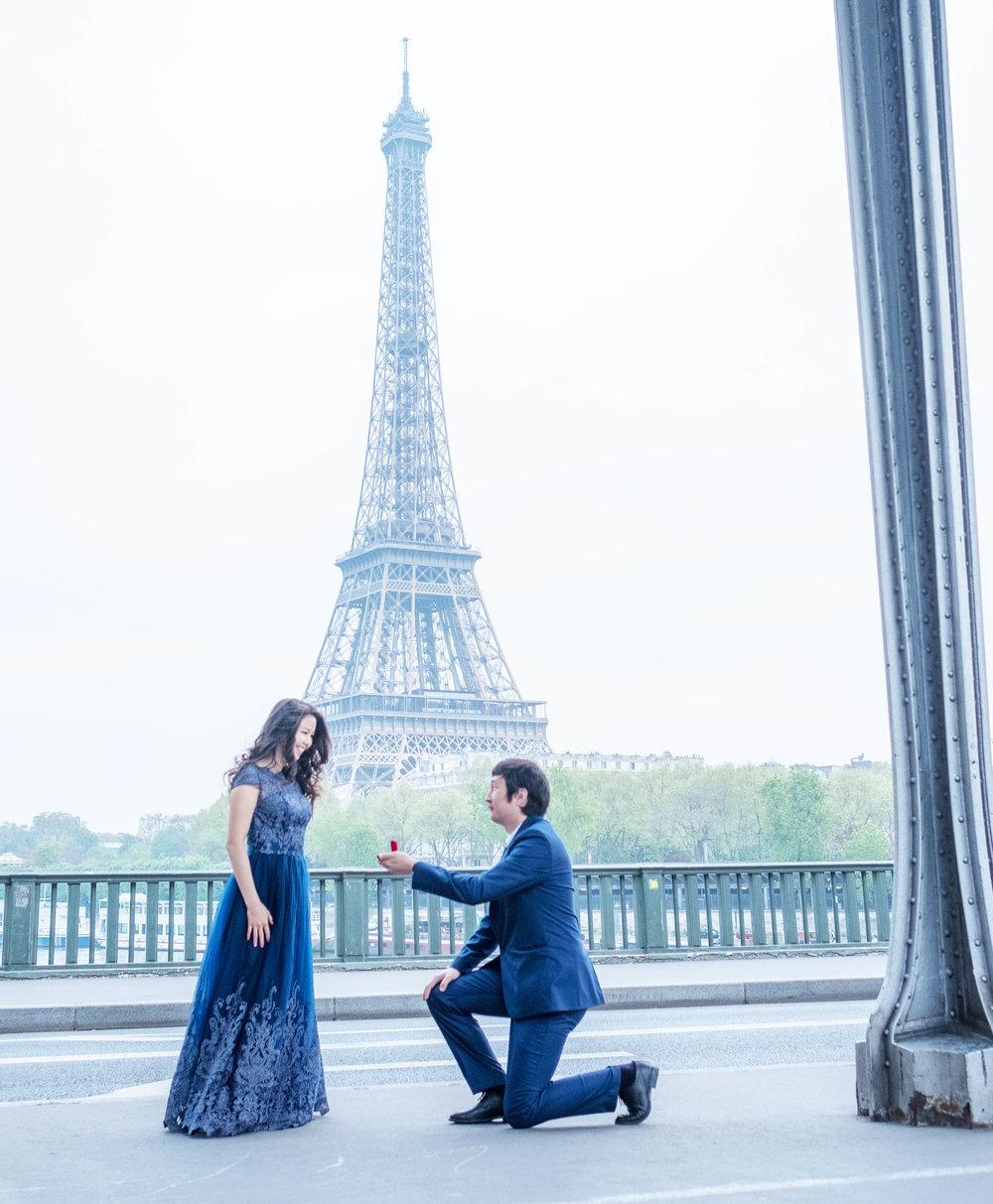 surprise proposals paris eiffel tower