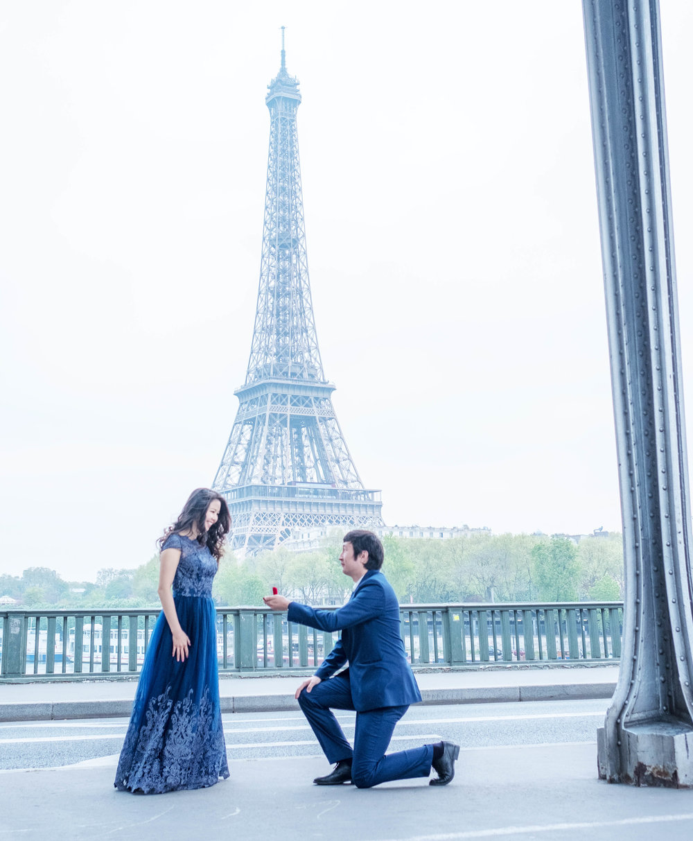 surprise proposals in paris with eiffel tower