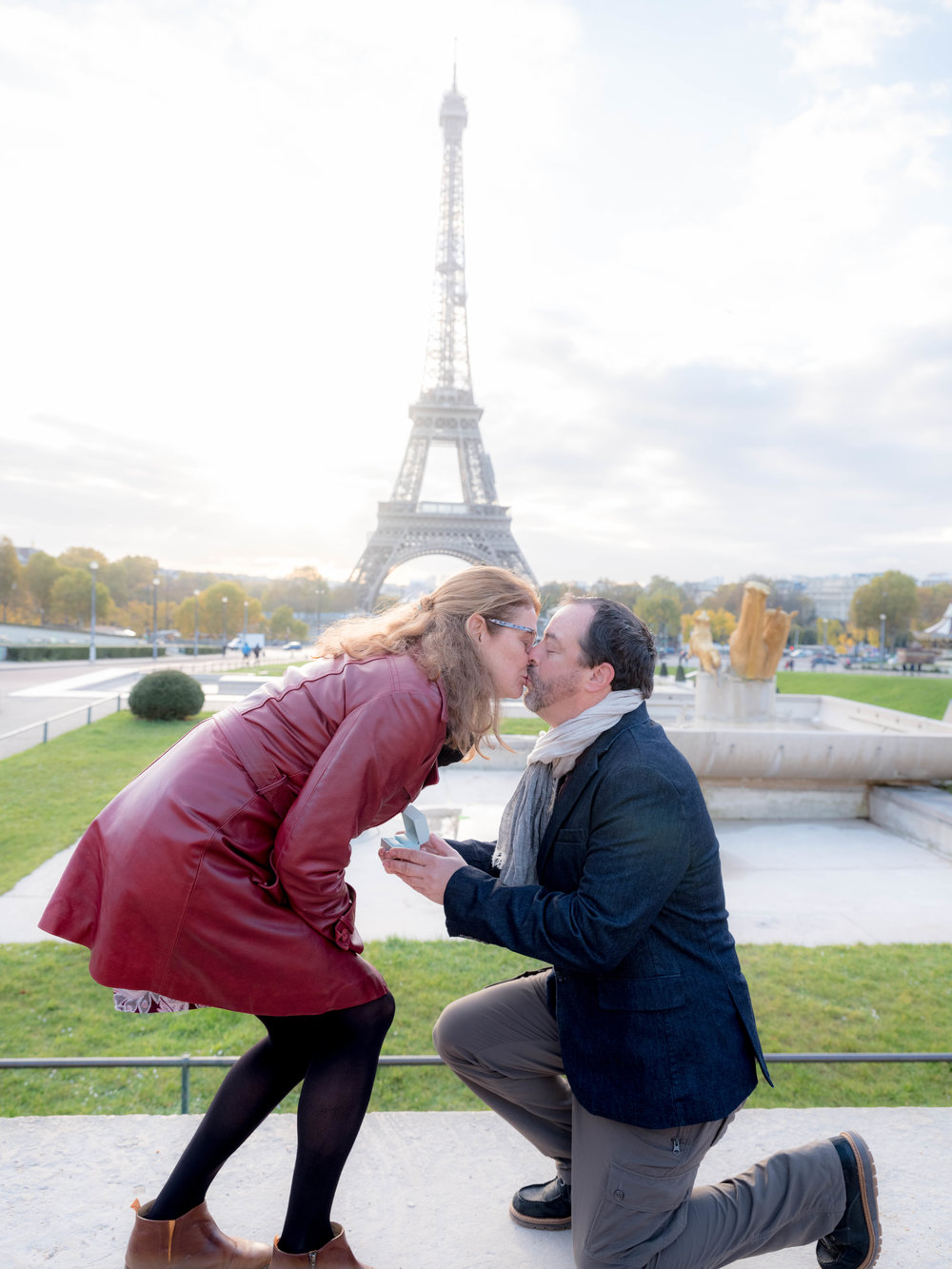 paris surprise proposal at eiffel tower trocadero