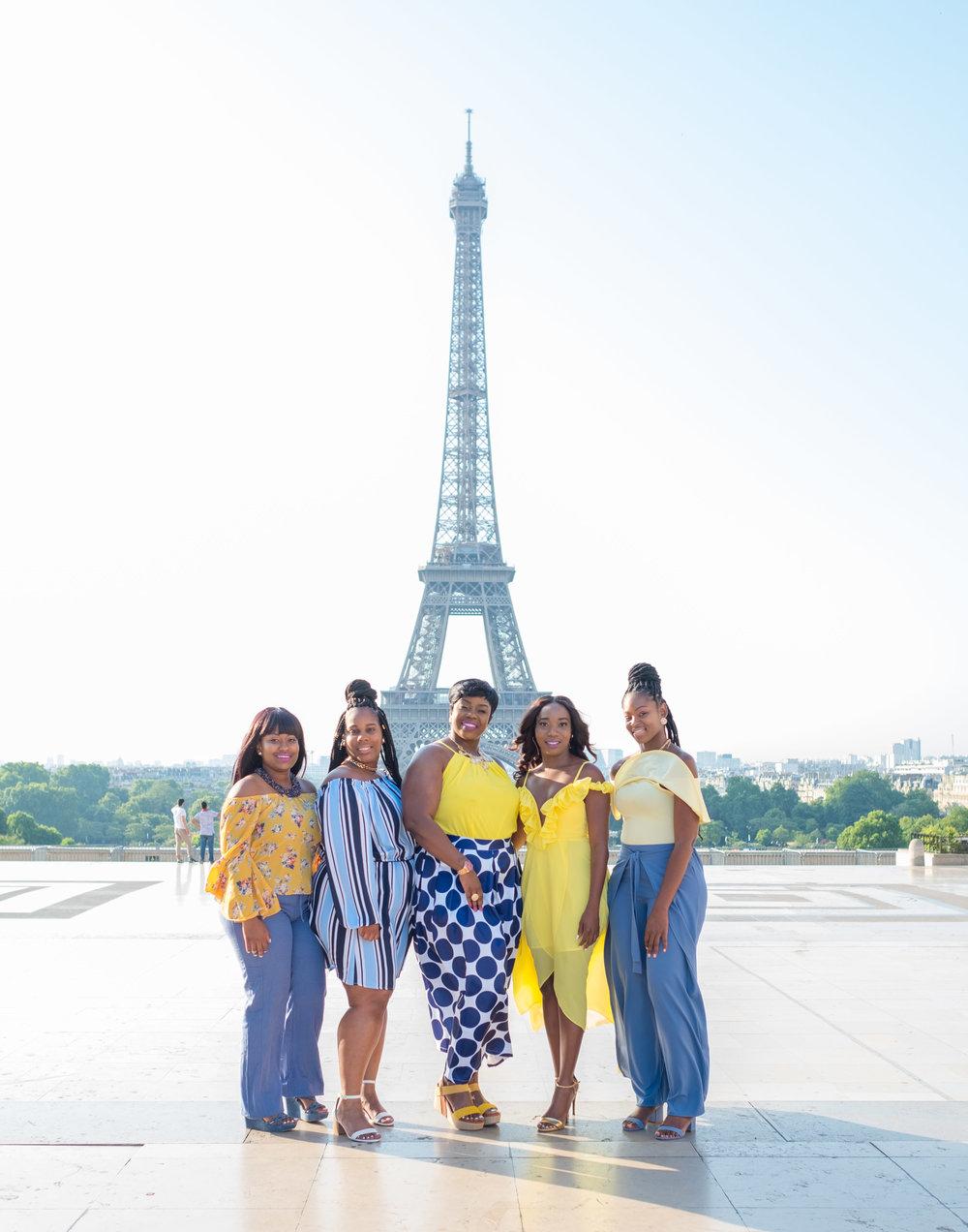 friends photo session eiffel tower paris france