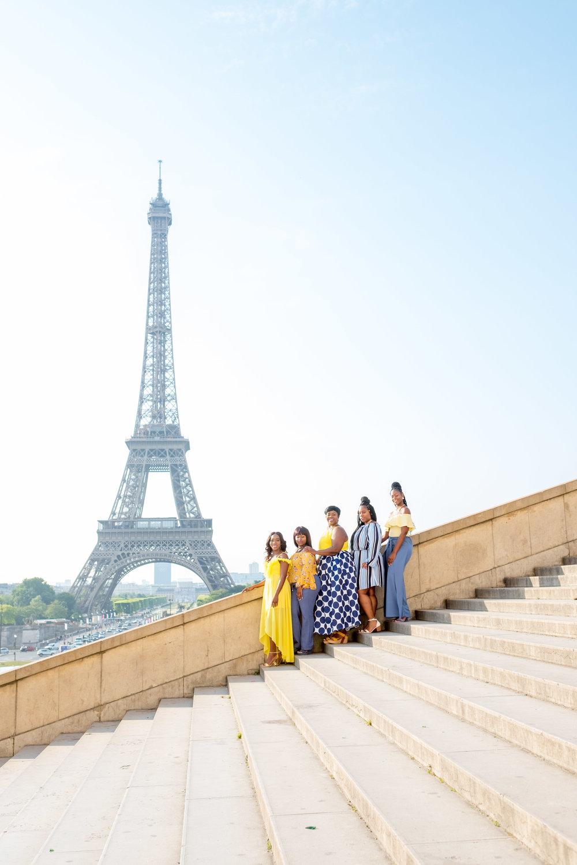 friends photo shoot in paris france at eiffel tower