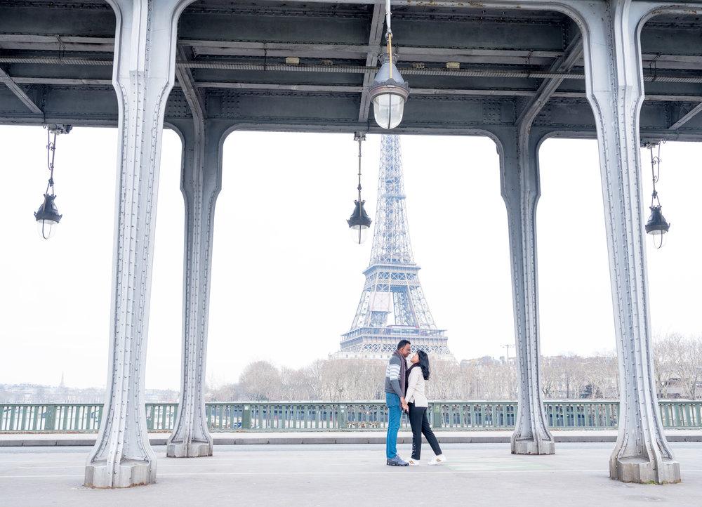 cute couples photo session in paris france at eiffel tower picture me paris